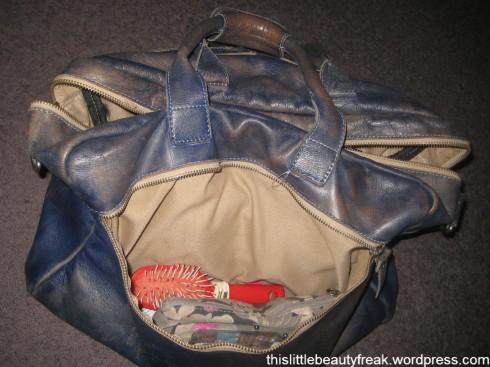 whats-in-my-school-bag-09